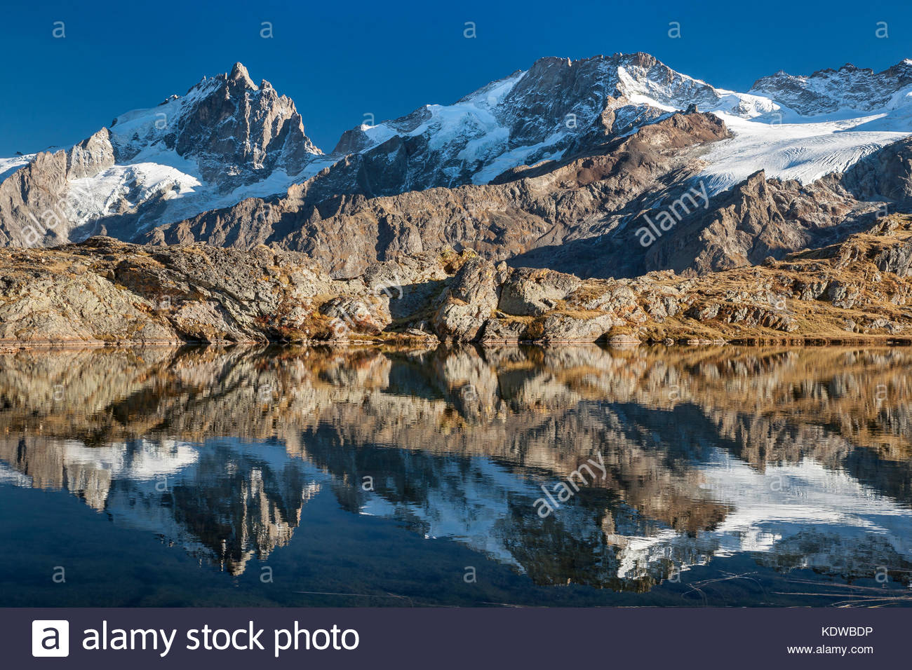 lake-lri-reflecting-la-meije-peak-in-ois