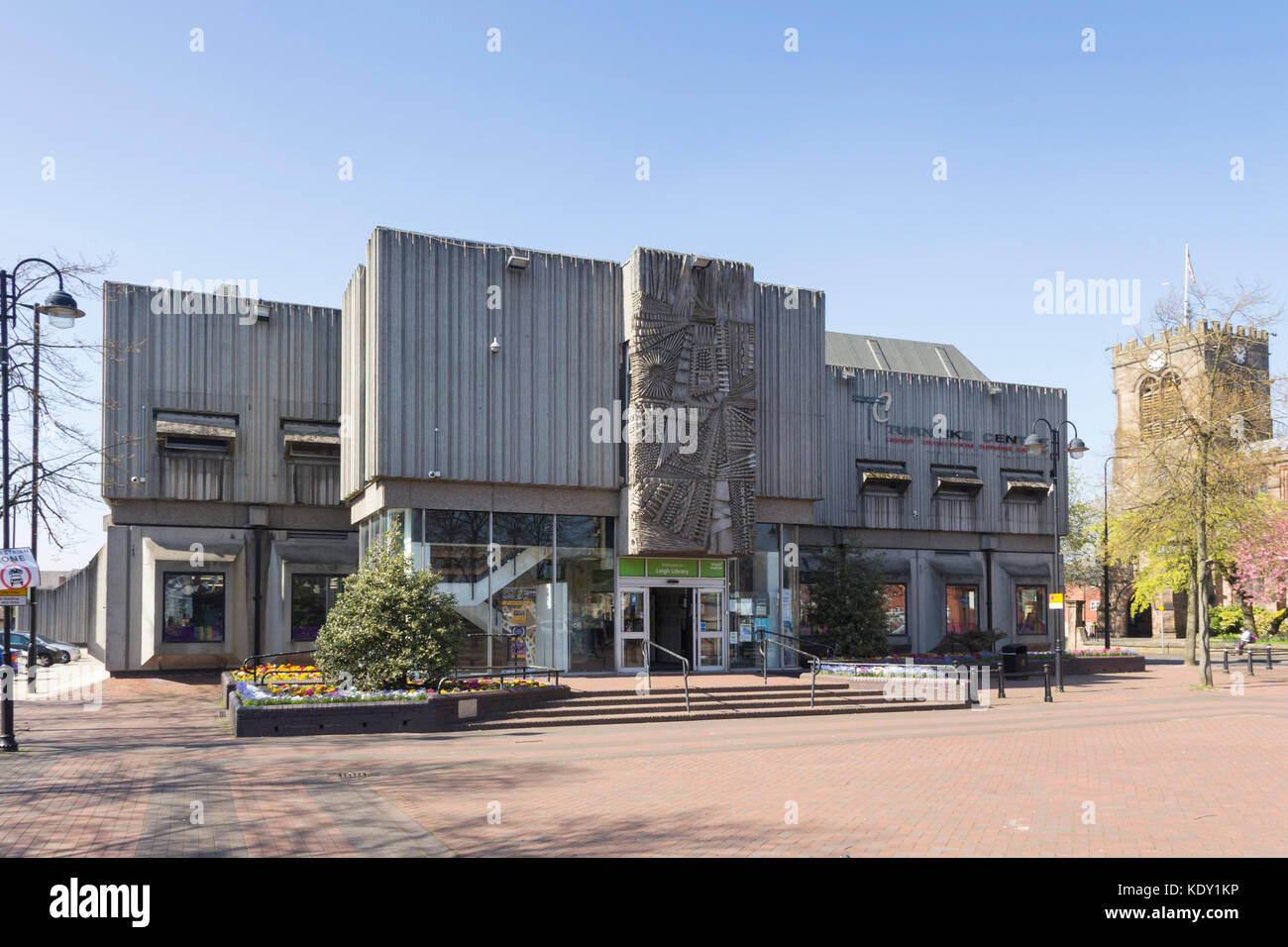 Turnpike Centre art gallery and public library in Leigh, featuring a sculpted mural in concrete designed by William - Stock Image