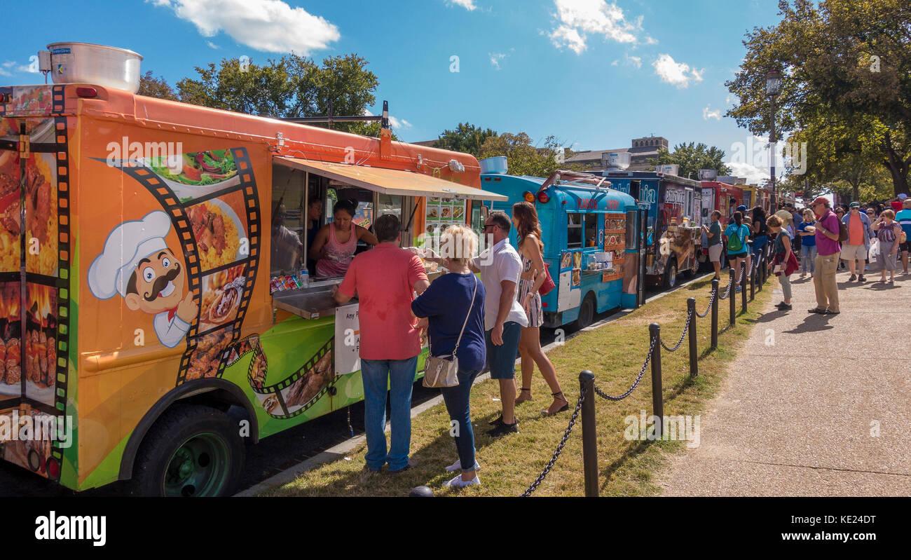 WASHINGTON, DC, USA - Food trucks and people on the National Mall. - Stock Image
