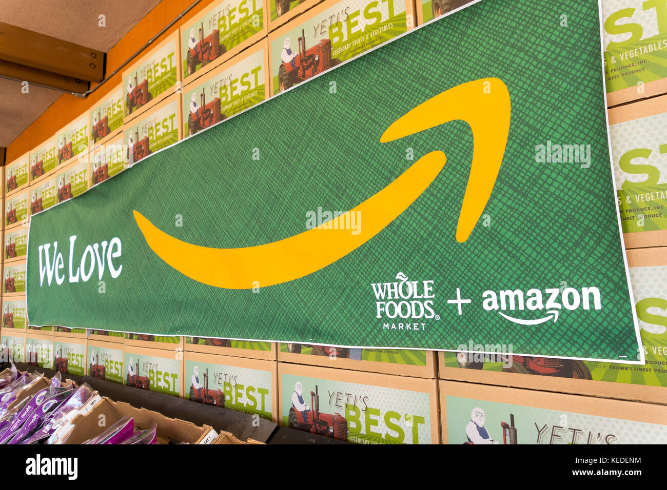 https://c7.alamy.com/comp/KEDENM/amazon-and-whole-foods-sign-on-cupertino-whole-foods-market-store-KEDENM.jpg