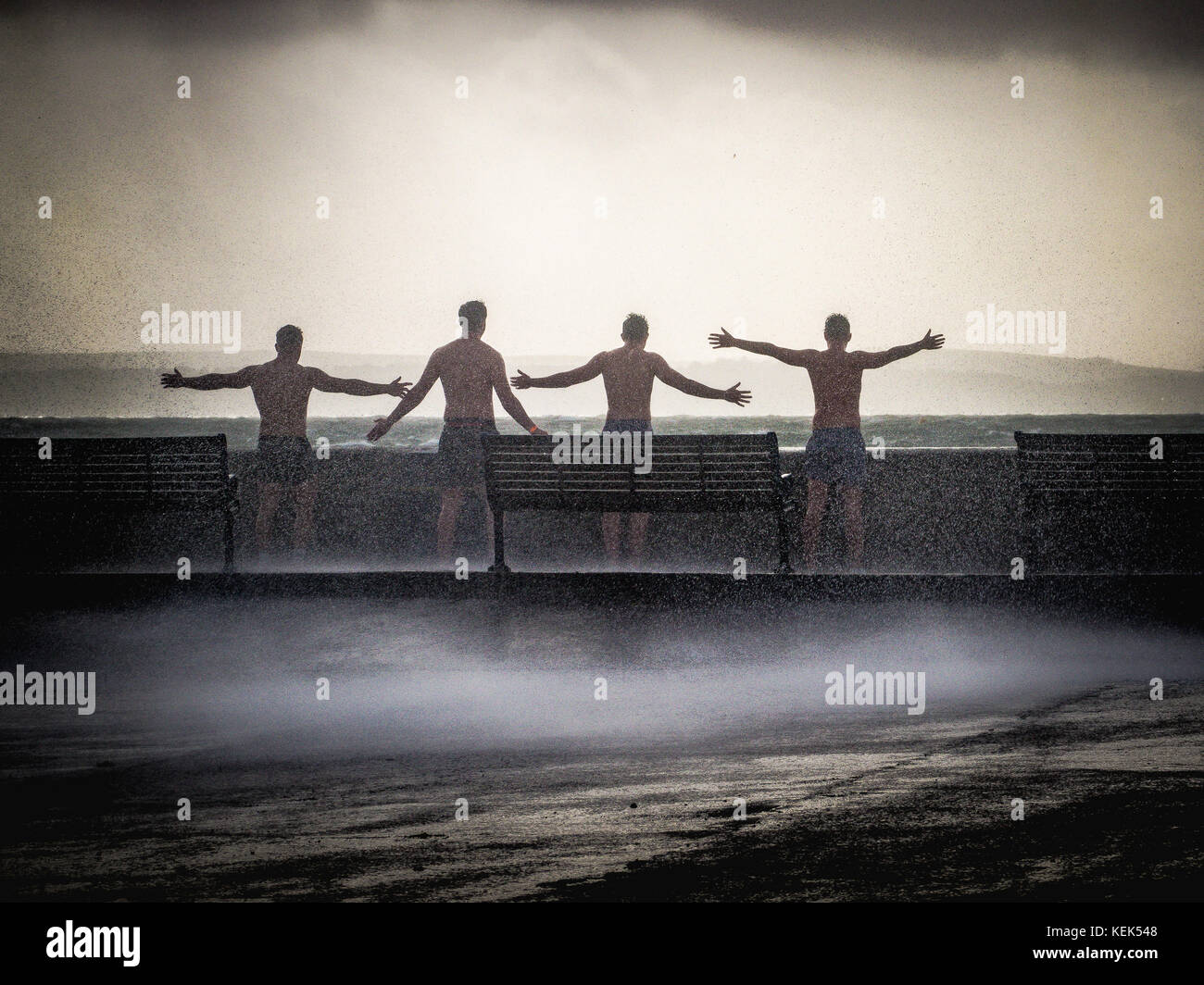 southsea-portsmouth-uk-21st-oct-2017-uk-weather-a-group-of-young-men-KEK548.jpg
