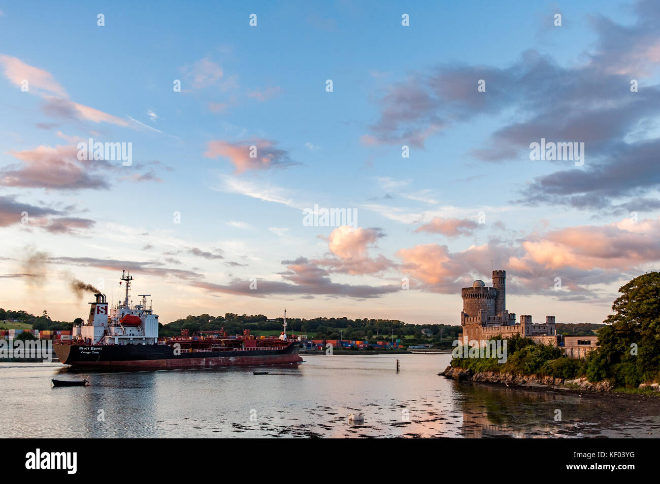 mv-stolt-egret-sails-past-blackrock-castle-having-just-departed-from-KF03YG.jpg