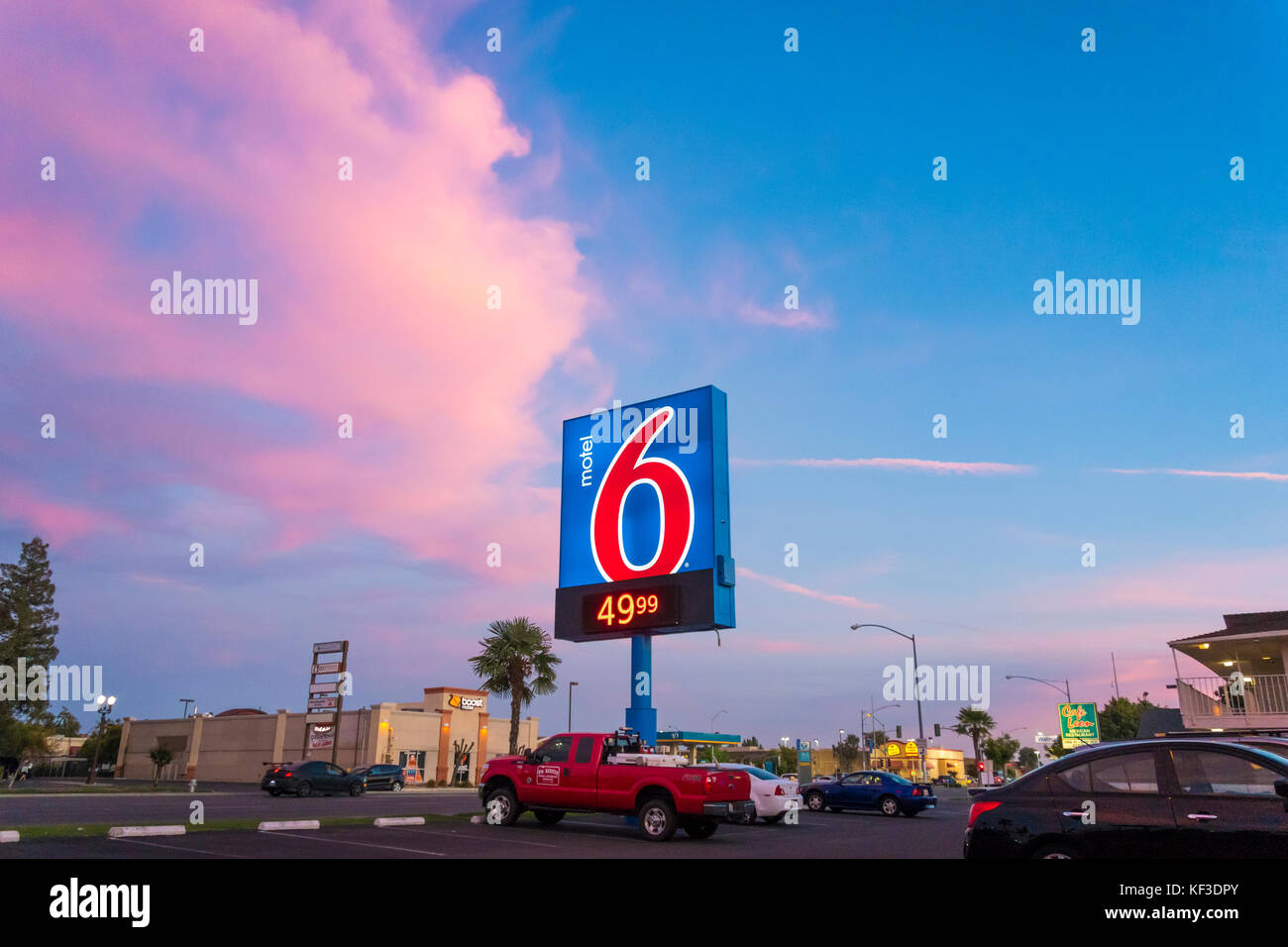 https://c7.alamy.com/comp/KF3DPY/motel-6-sign-with-low-price-of-4999-in-fresno-ca-at-sunset-KF3DPY.jpg