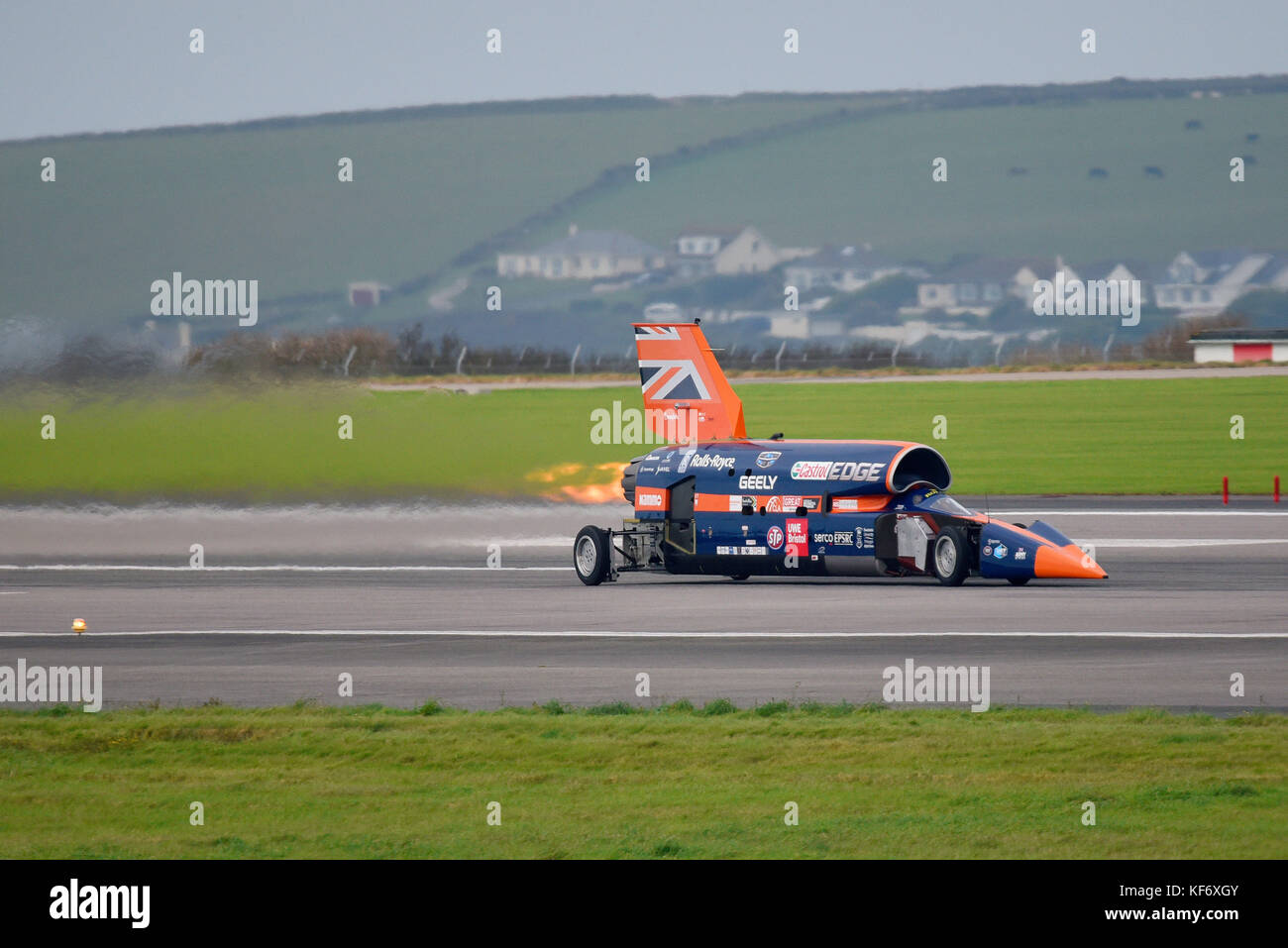 bloodhound-ssc-supersonic-car-at-speed-with-re-heat-afterburner-engaged-KF6XGY.jpg