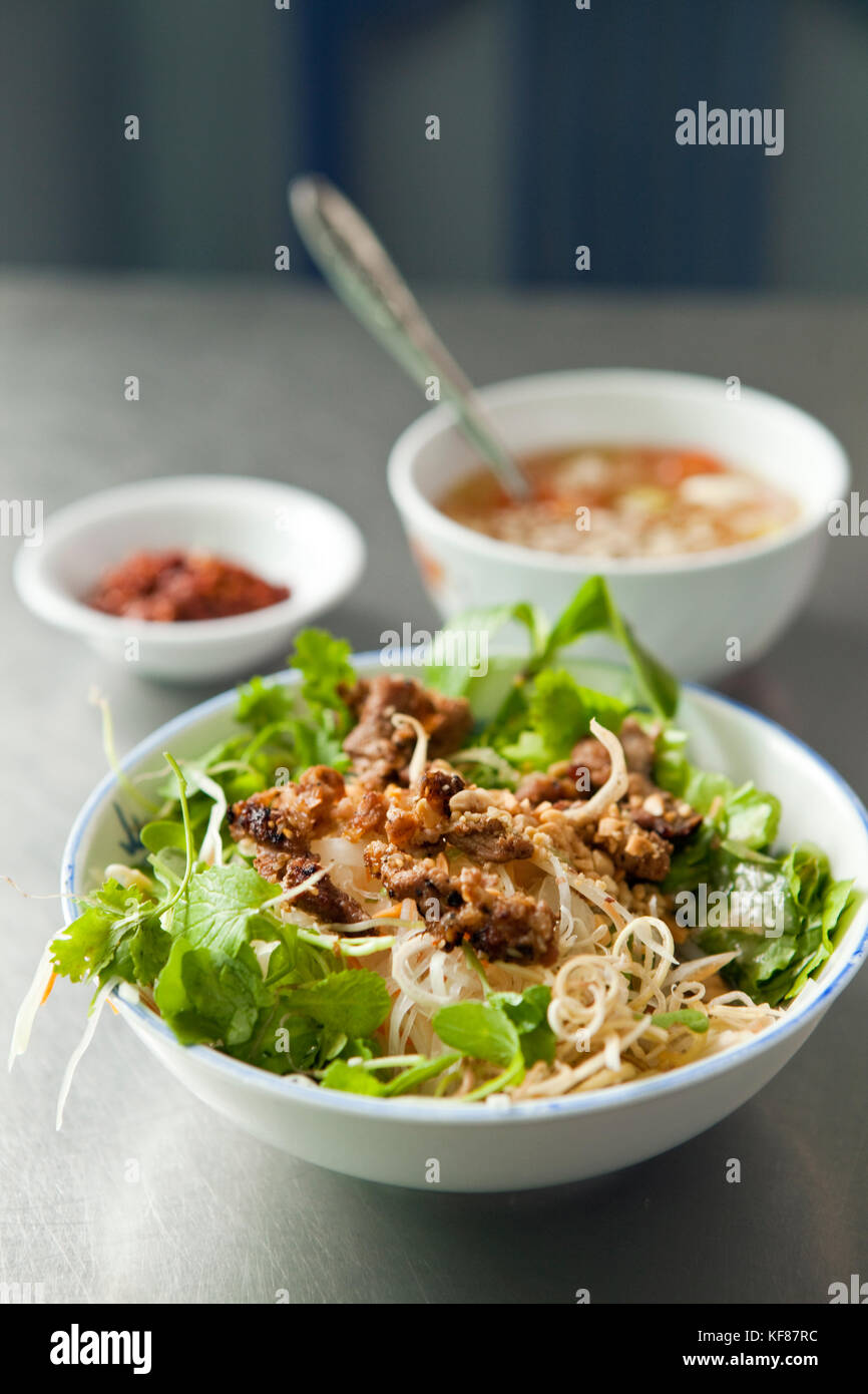 VIETNAM, Hue, Huyen Anh restaurant, a bowl of bun thit nuong (rice vermicelli topped with grilled pork & salad) - Stock Image