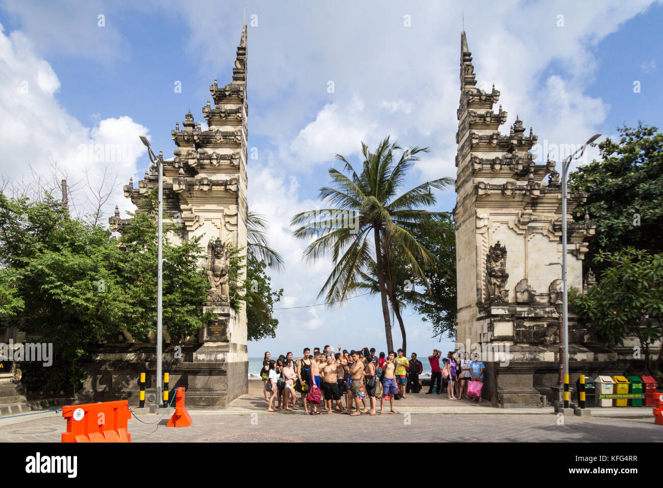 group-of-chinese-tourists-waiting-for-th