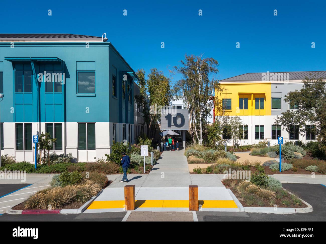 https://c7.alamy.com/comp/KFHFR1/facebook-headquarters-in-menlo-park-facebook-campus-building-10-this-KFHFR1.jpg