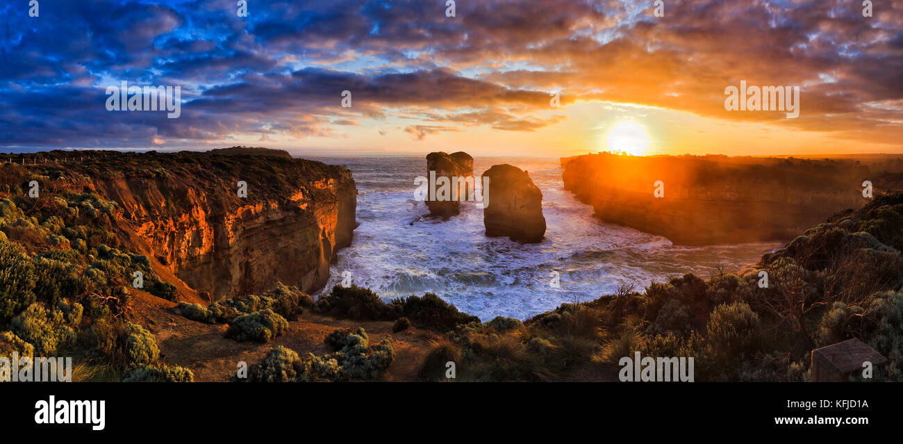 Orange sunset over sea horizon off Loch Ard lookout on Great Ocean road Twelve apostles marine park in Victoria, - Stock Image
