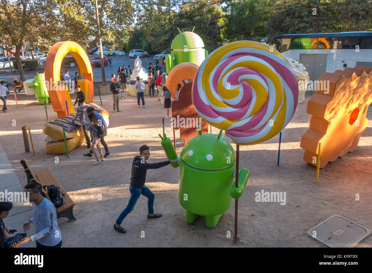 https://c7.alamy.com/comp/KFRT8X/android-sculpture-garden-or-android-lawn-statue-park-on-the-google-KFRT8X.jpg