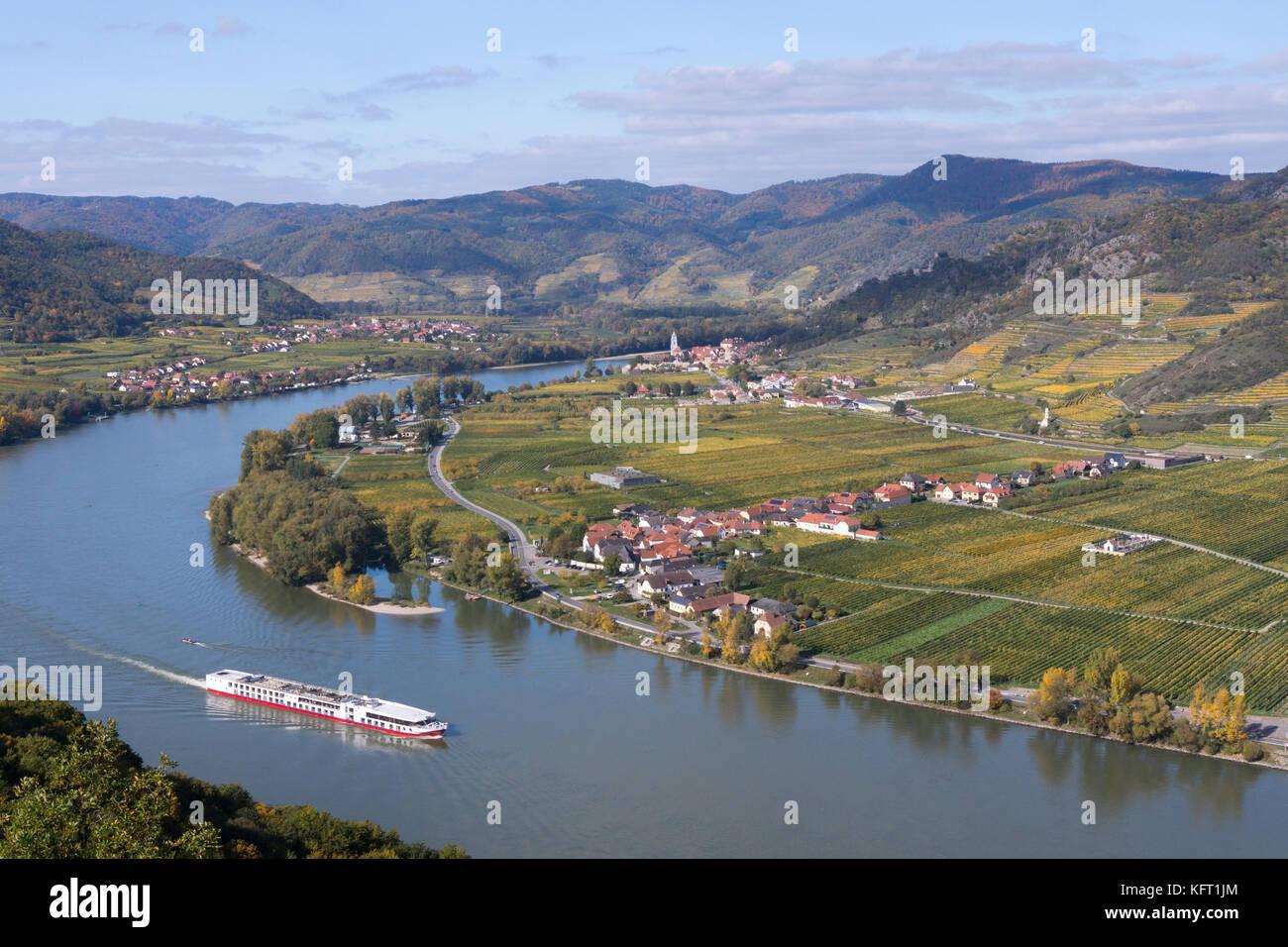 a-cruiseship-passes-drnstein-on-the-danu