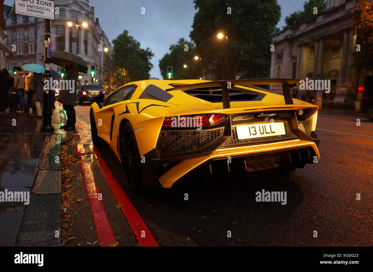 yellow-lamborghini-parked-in-kensington-london-england-KG0G23.jpg