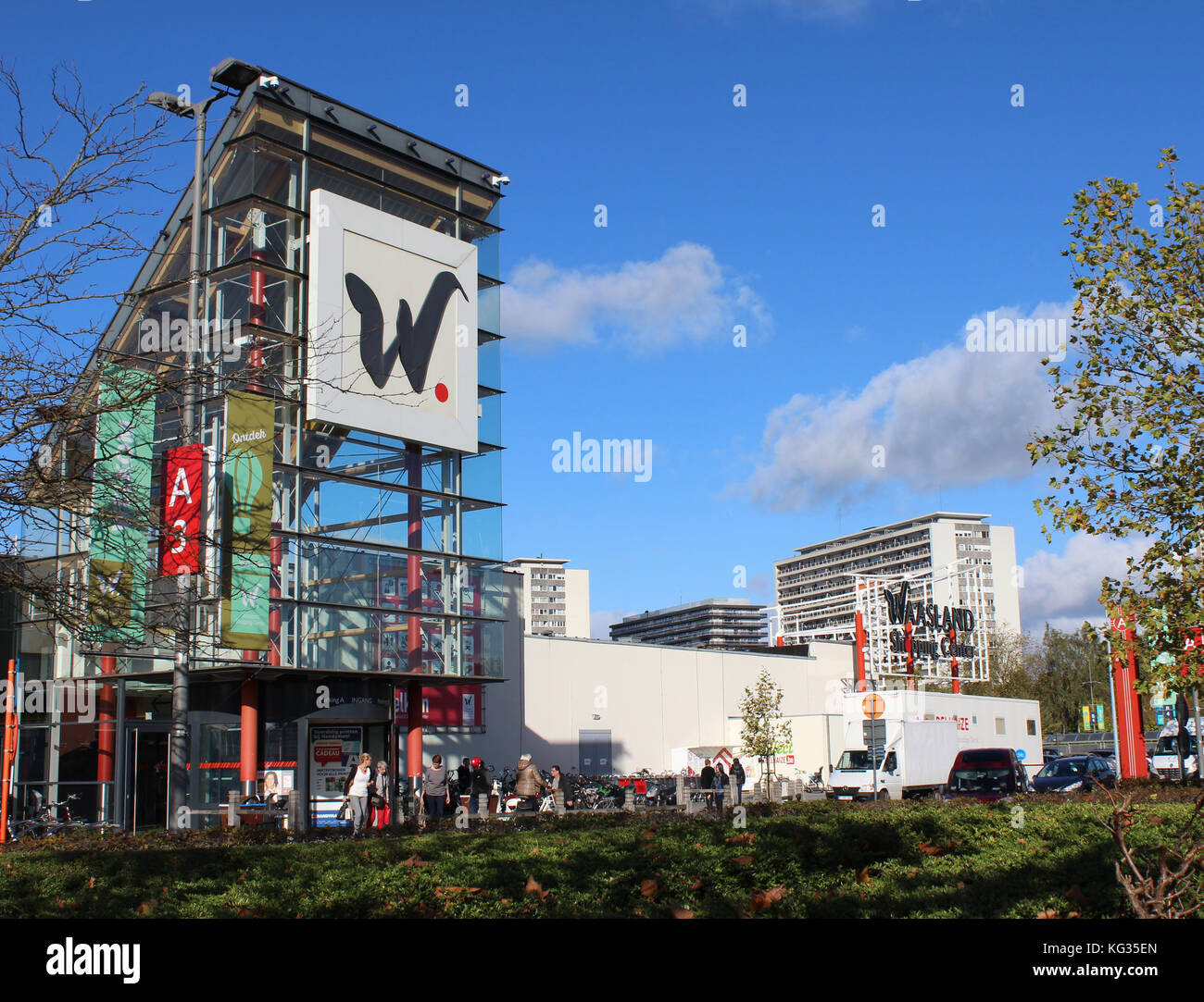 SINT- NIKLAAS, BELGIUM, OCTOBER 27 2017: The retail 'Waasland Shopping Center' with 140 shops it is one - Stock Image