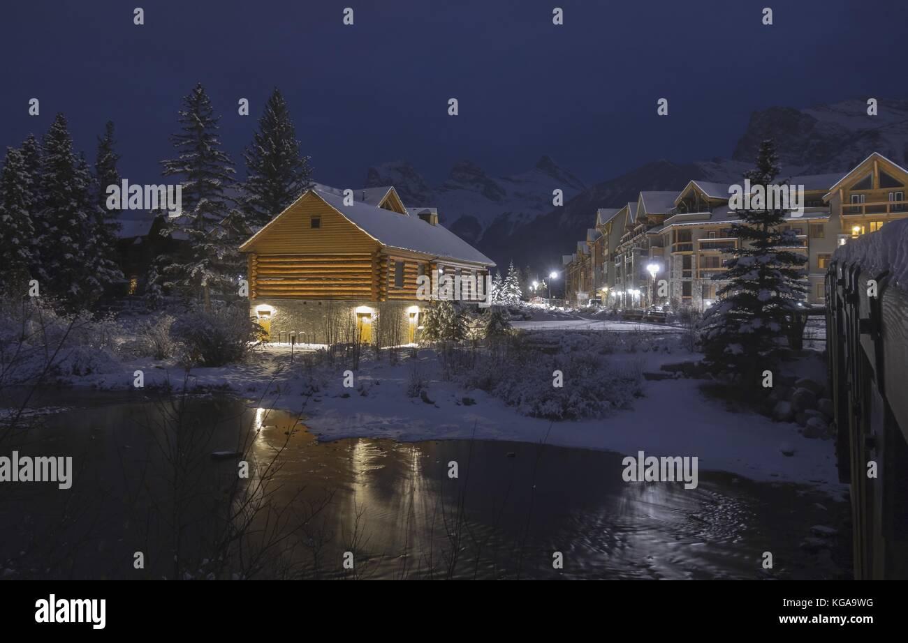 log-cabin-night-lights-in-spring-creek-m