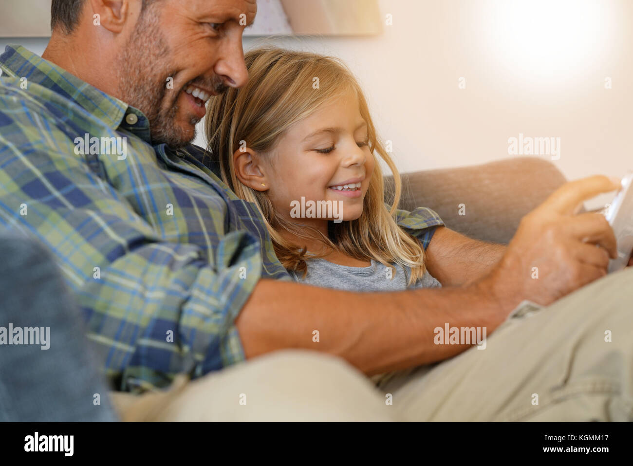 Daddy with little girl connected on digital tablet - Stock Image