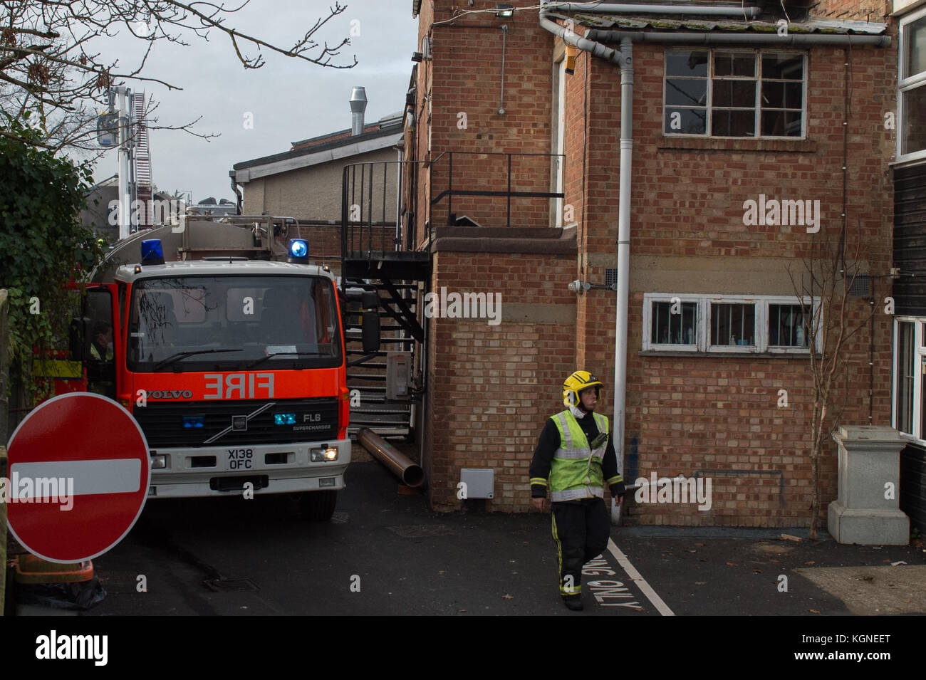 Beaconsfield, United Kingdom. 09th November 2017. A large fire has ripped through a single-storey building used Stock Photo