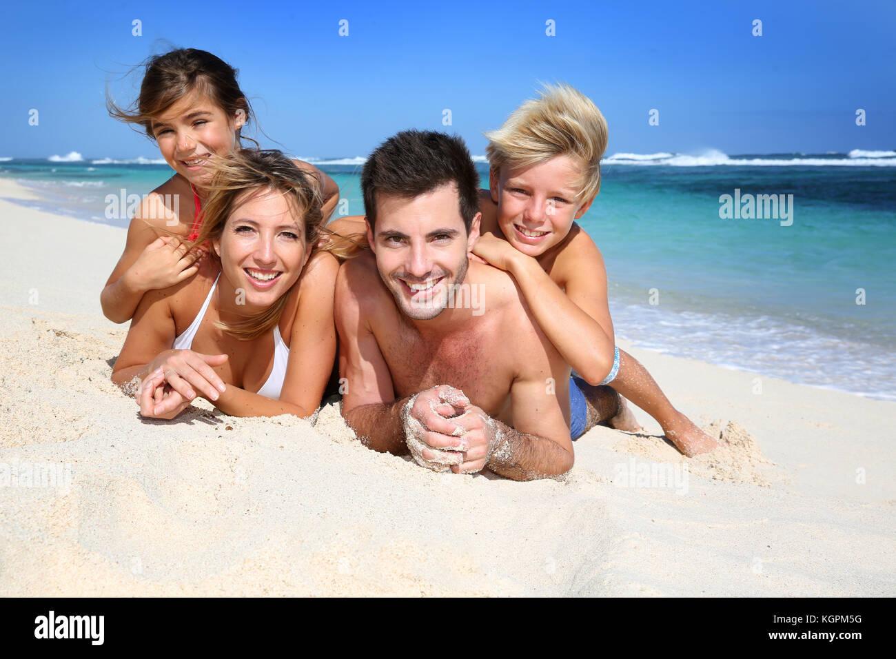 domashnee-video-semeynih-nudistov