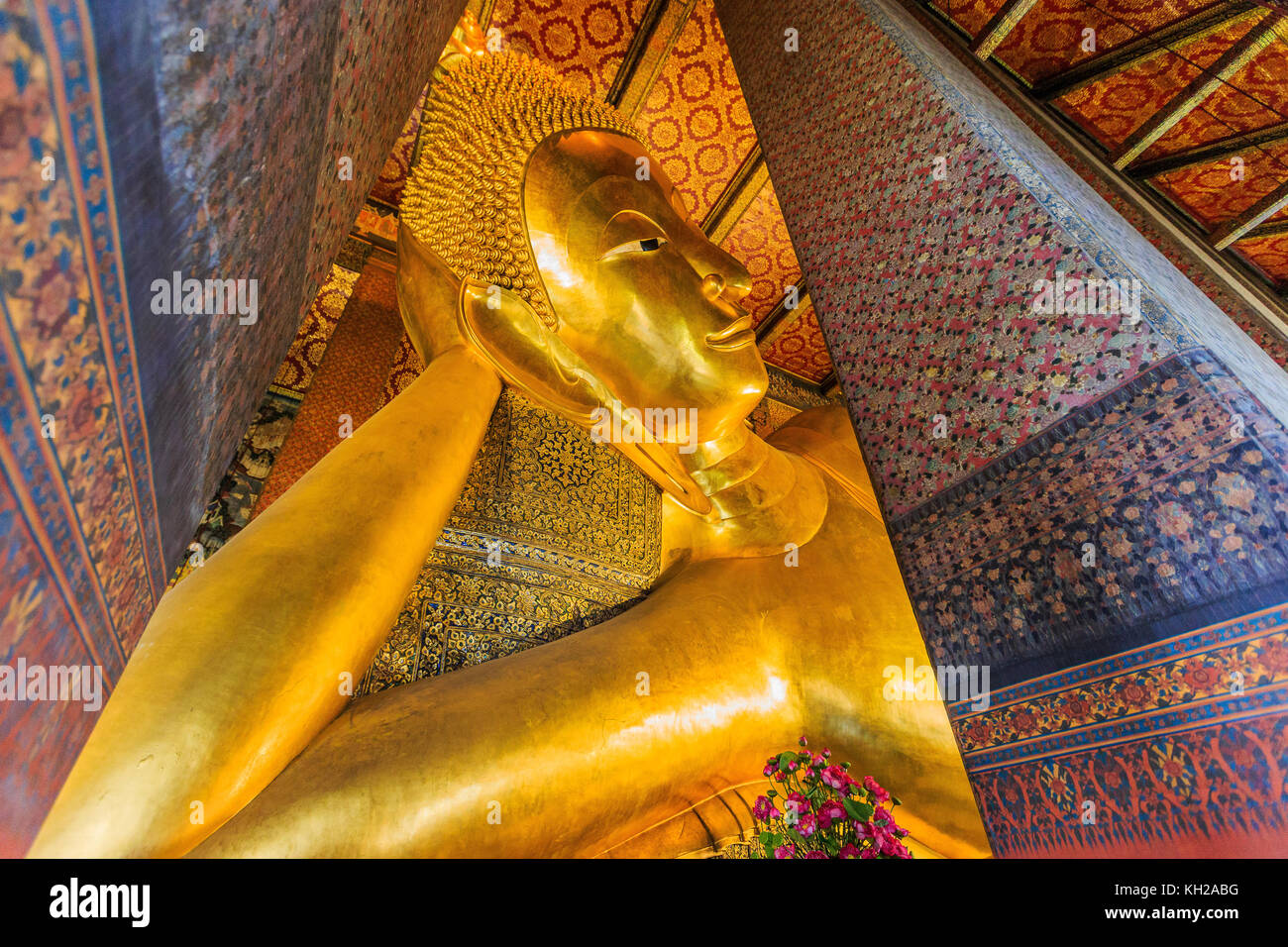 Bangkok, Thailand. Reclining Buddha, gold statue at Wat Pho temple. - Stock Image