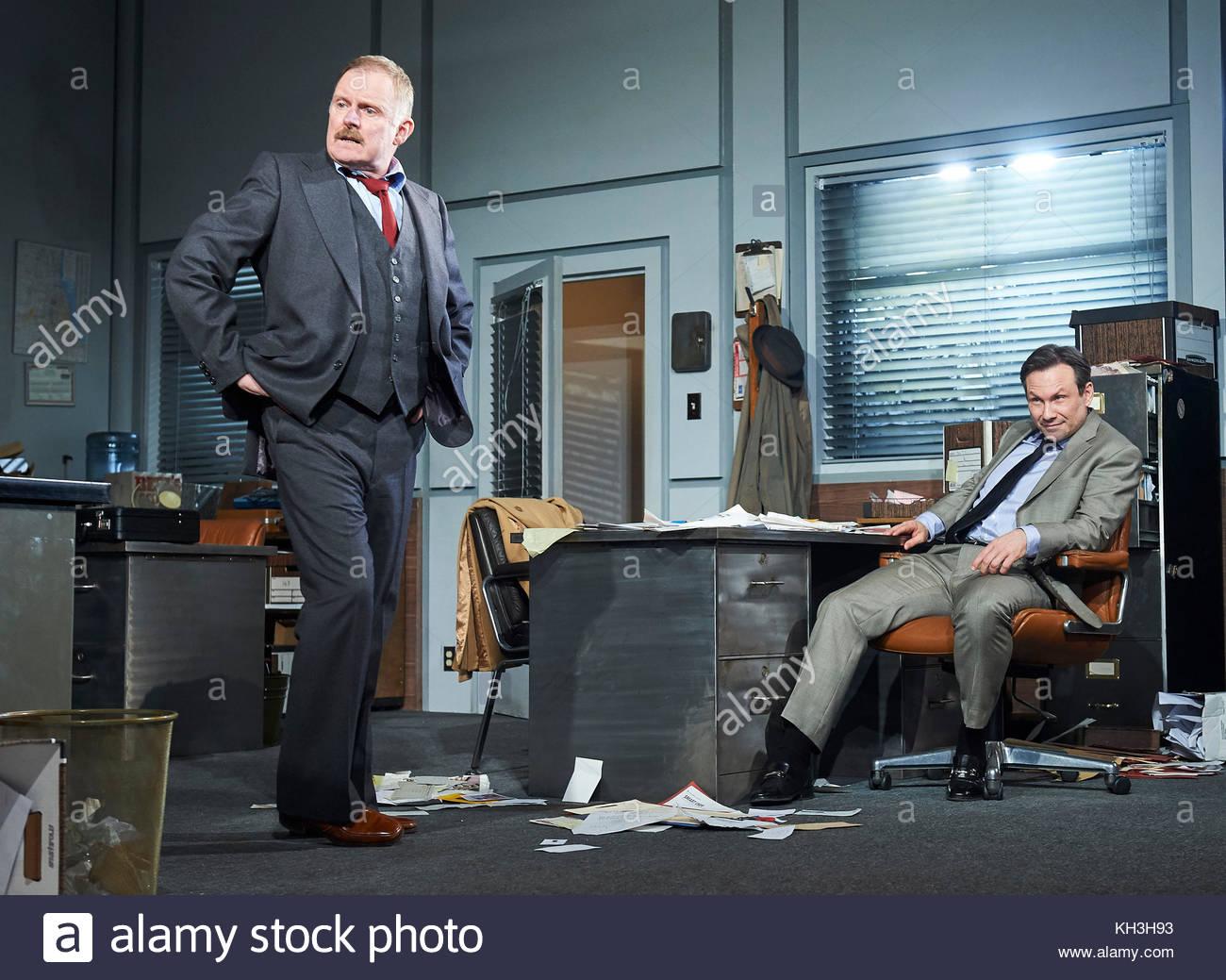 Glengarry Glen Ross by David Mamet, directed by Sam Yates. With Robert Glenister as Dave Moss, Christian Slater - Stock Image