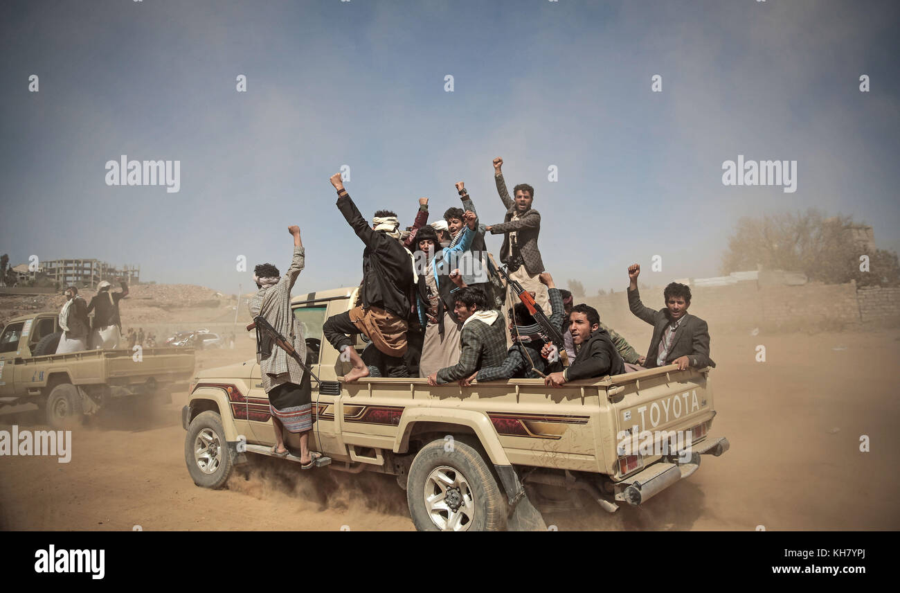 Sanaa, Yemen. 16th Nov, 2017. Houthi rebels fighters chant slogans as they take off to a battlefront following a - Stock Image