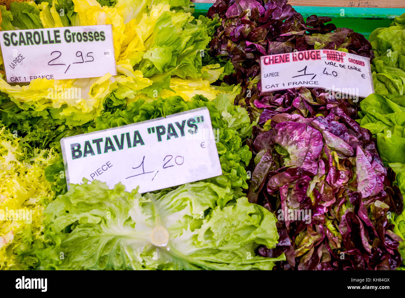 Market stall with French lettuces - France. - Stock Image