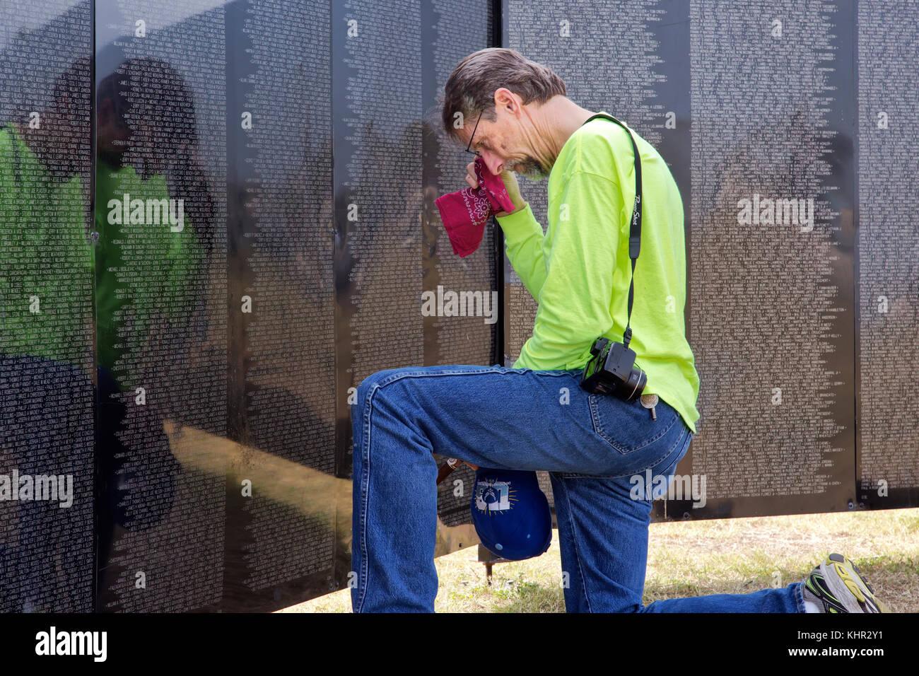 Father remembering son,  Vietnam War Veteran, Vietnam Memorial Traveling Wall, Rockport, Texas, United States. - Stock Image