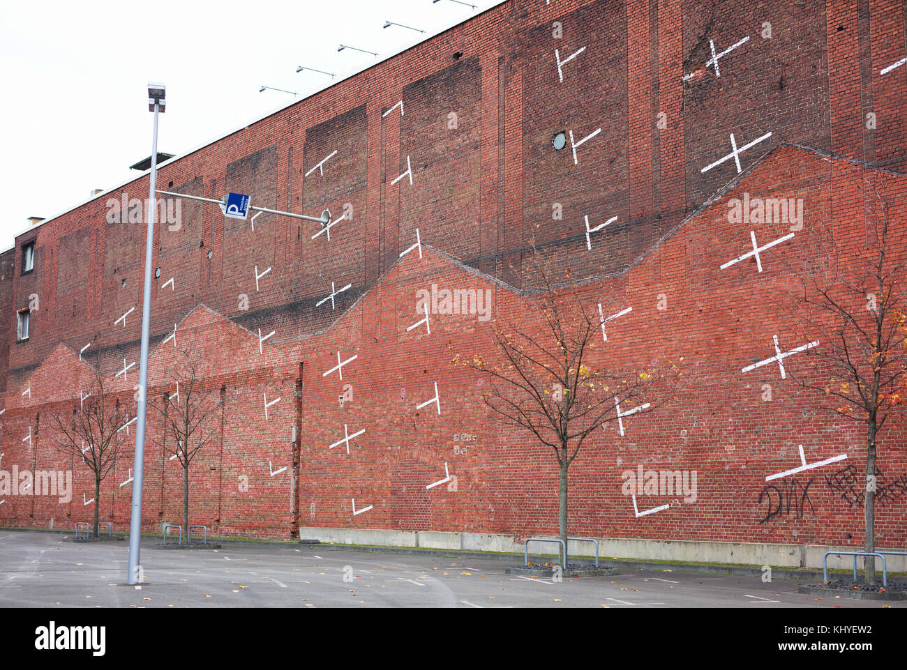 artist-parking-on-brick-wall-cologne-germany-KHYEW2.jpg