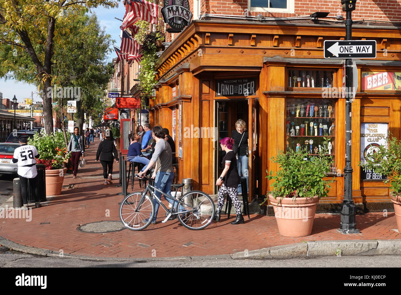 usa-maryland-baltimore-fells-point-maxs-taproom-bar-and-restaurant-KJ0ECP.jpg