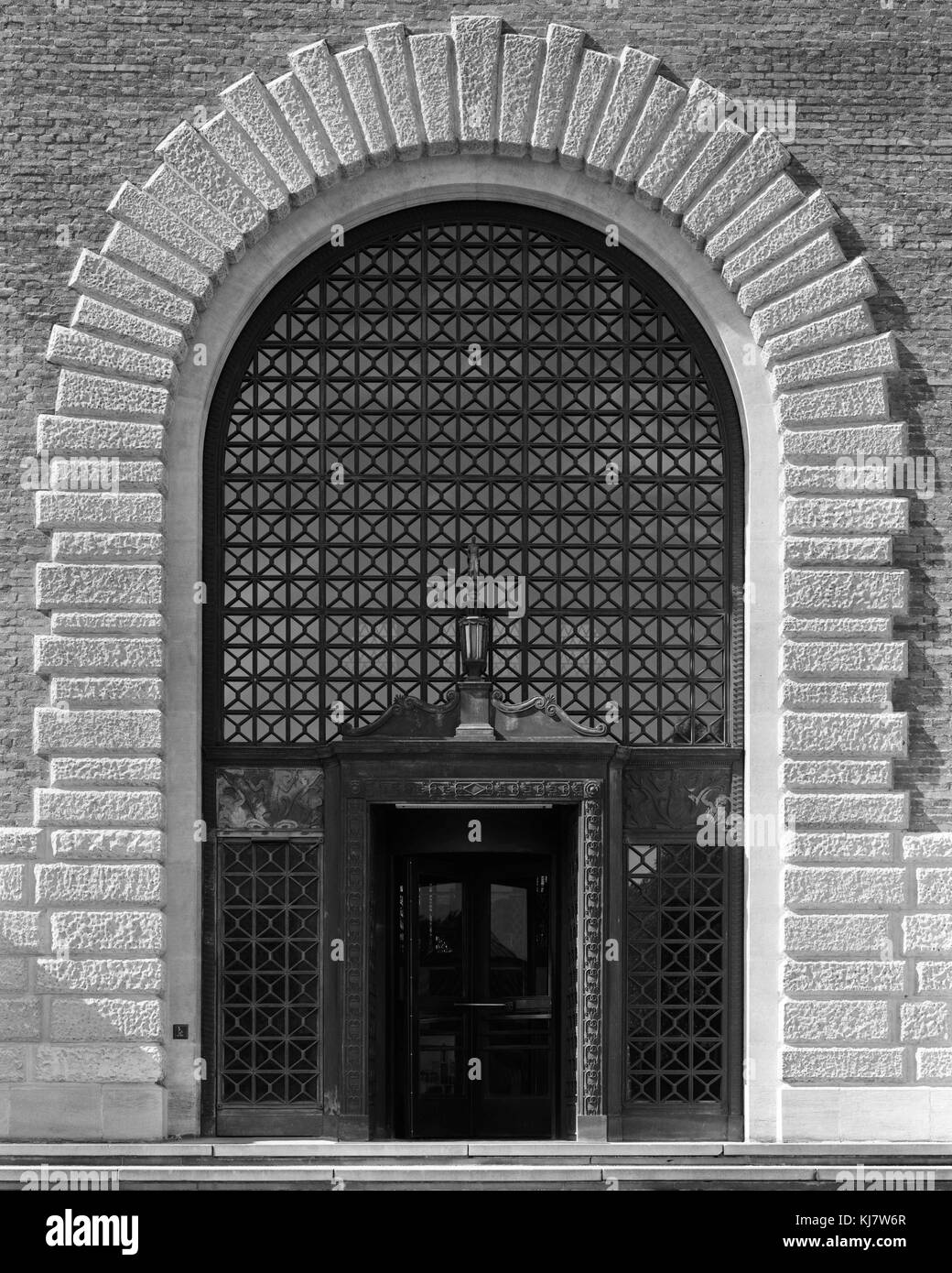 Main entrance of Cambridge University Library off West Road - Stock Image