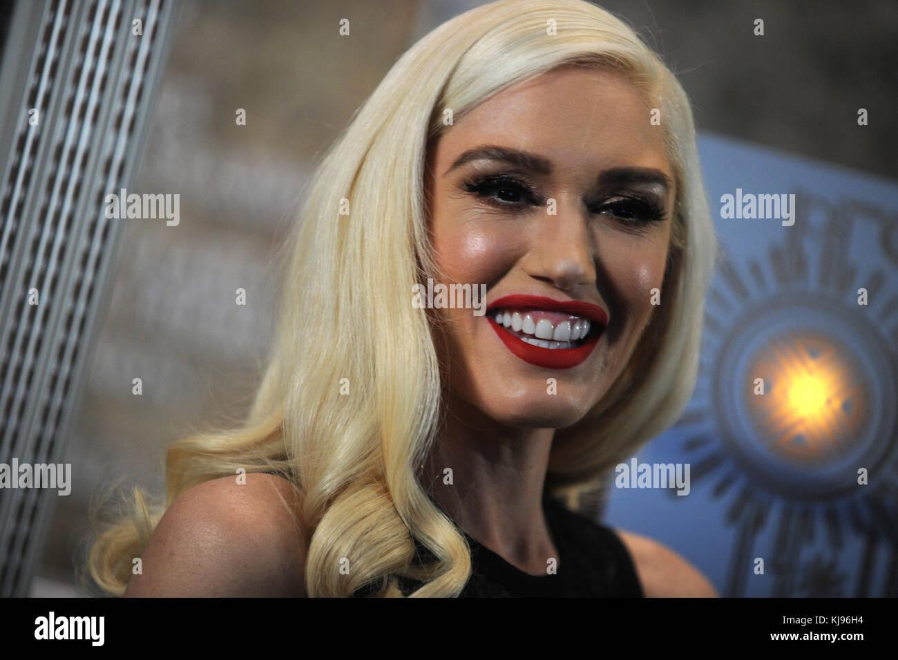 Gwen Singer Nude Photos 35