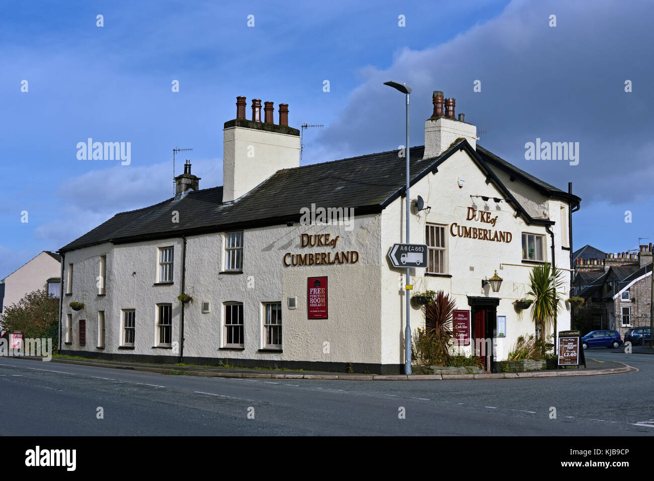 the-duke-of-cumberland-inn-appleby-road-kendal-cumbria-england-united-KJB9CP.jpg