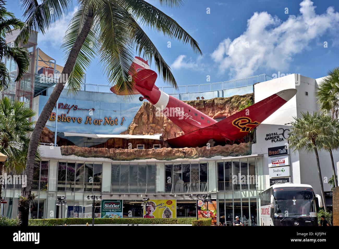 royal-garden-shopping-mall-thailand-with