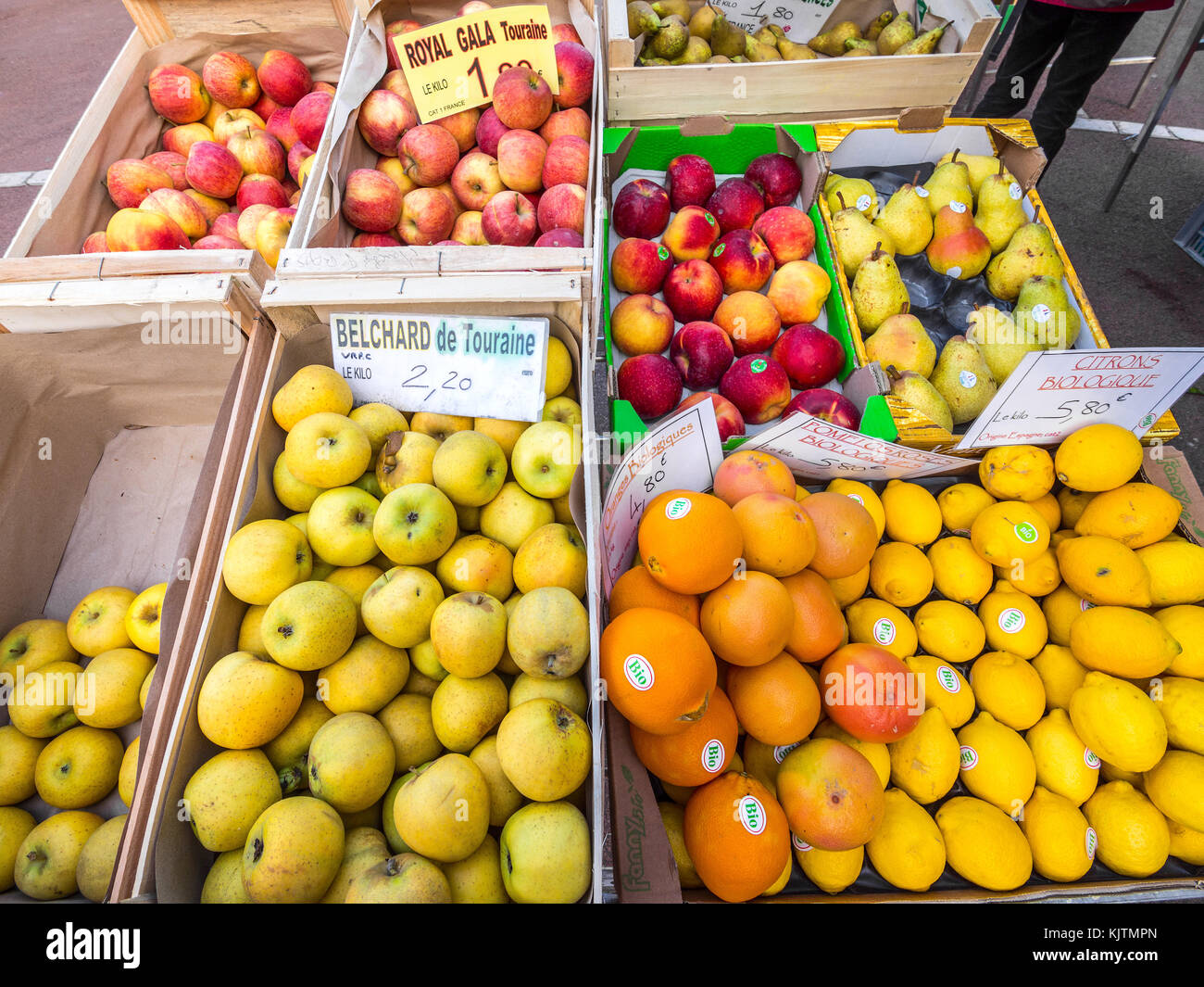 Fresh organic fruit at open-air market, Preuilly-sur-Claise, France. - Stock Image