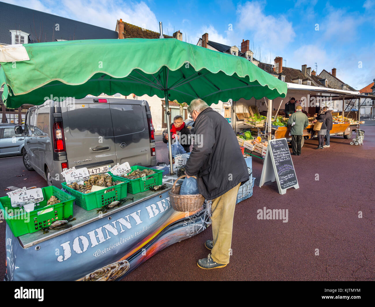 Buying oysters at market - France. - Stock Image