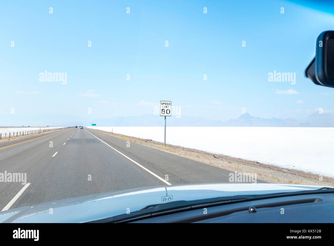 https://c7.alamy.com/comp/KK512B/highway-speed-limit-80-mph-sign-on-the-i-80-west-through-bonneville-KK512B.jpg