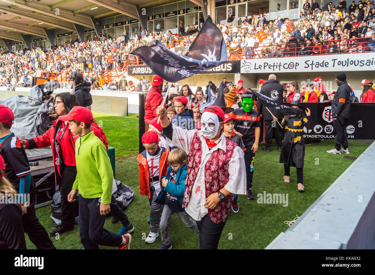 Junior supporters at Ernest Wallon stadium, home ground of Stade Toulousain rugby union team, Toulouse, Haute-Garonne, Stock Photo