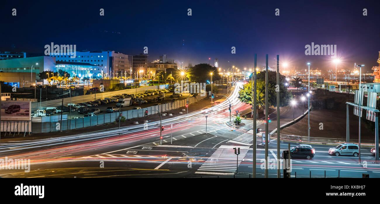night-photo-looking-along-avenida-maritima-santa-cruz-de-tenerife-KKBHJ7.jpg