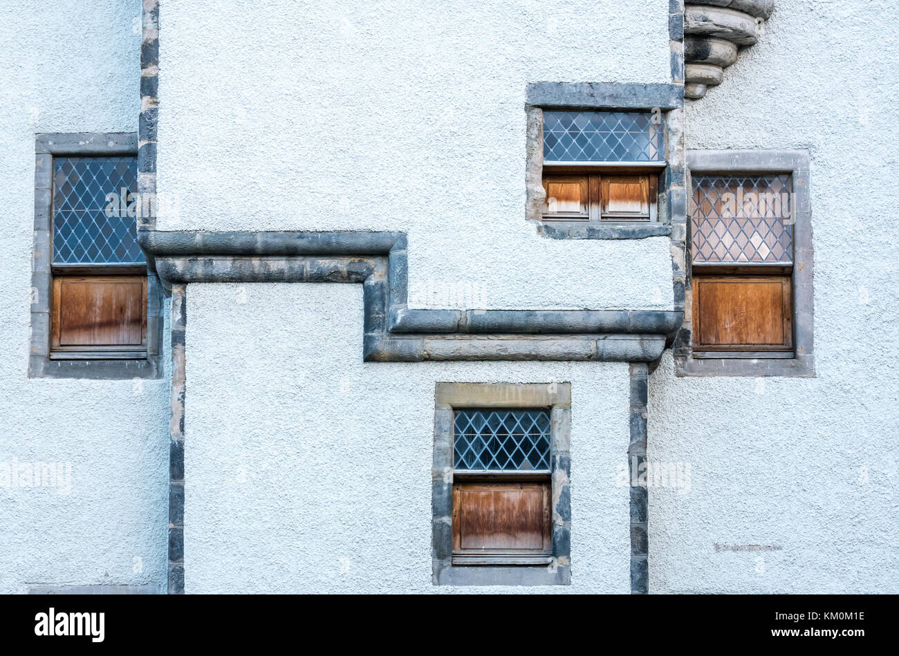 quirky-lattice-windows-with-shutters-17t