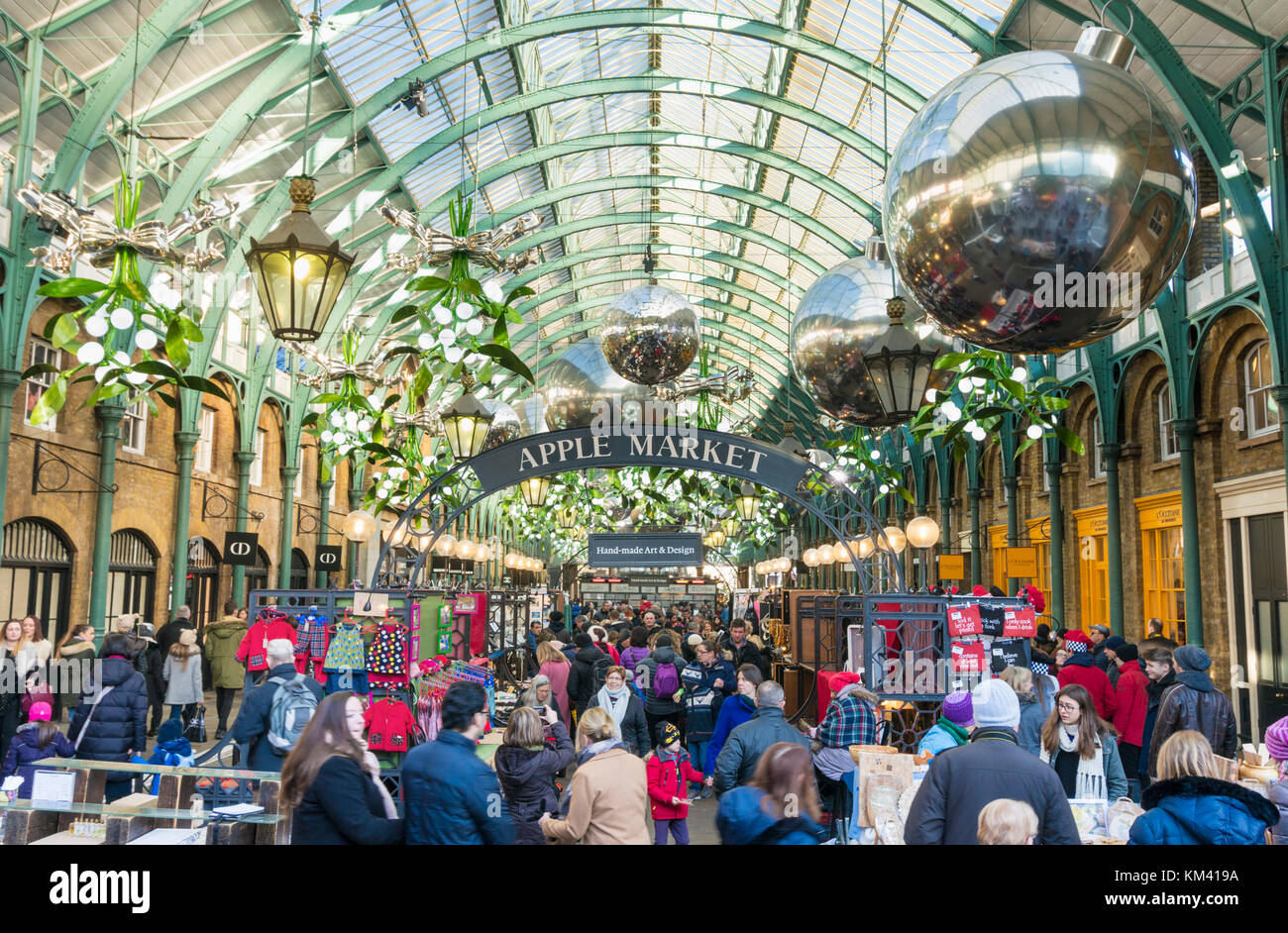 covent garden London England  people shopping and at leisure in apple market shops restaurants and cafes Covent - Stock Image