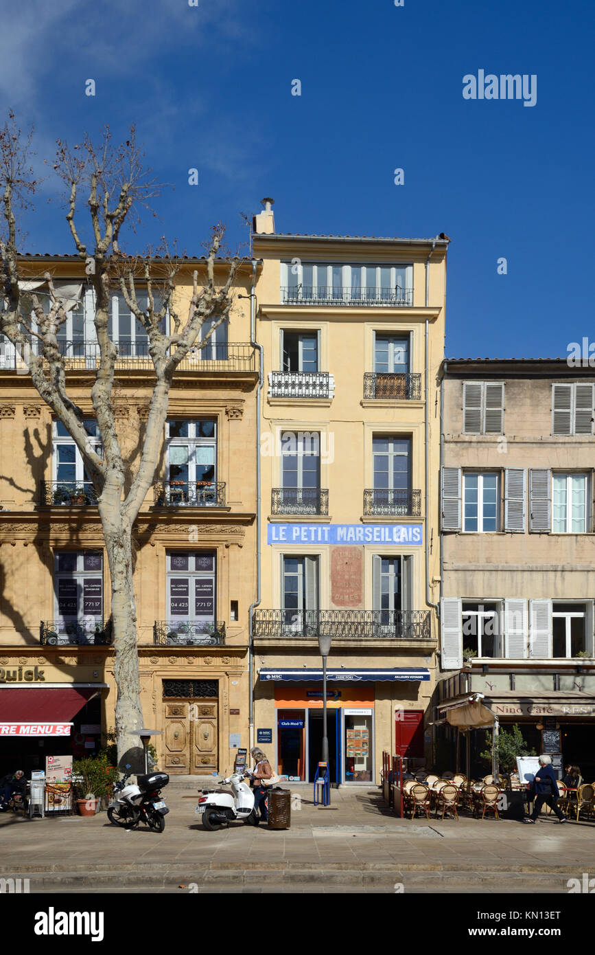Townhouses, Pavement Cafes and restaurants on the North Side of the Cours Mirabeau Boulevard Aix-en-Provence Provence - Stock Image