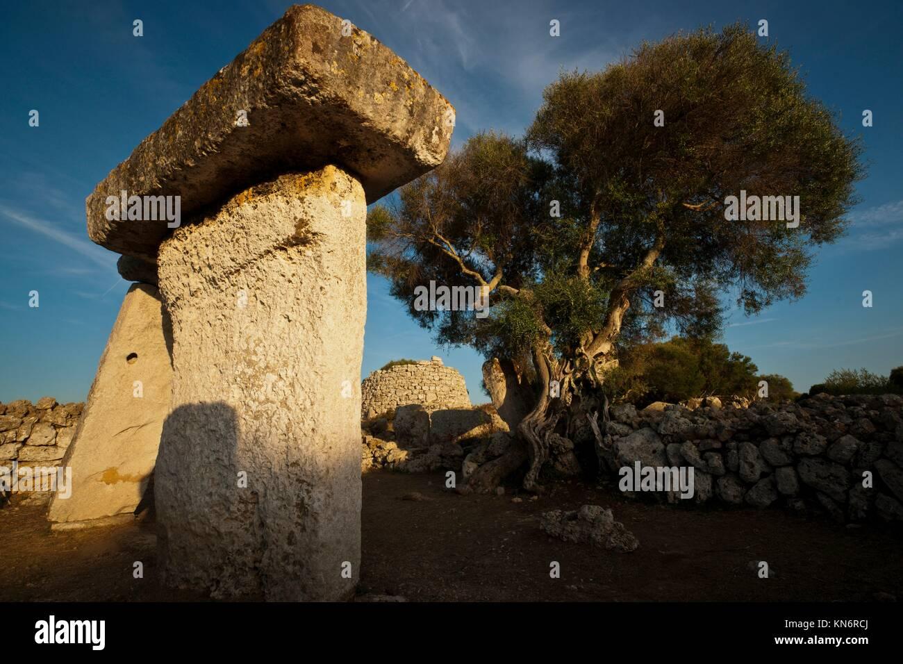 Recinto de taula. Poblado talaiótico de Talatí de Dalt, 1000 - 2000 b. C. Maó. (2011) Menorca. Balearic - Stock Image