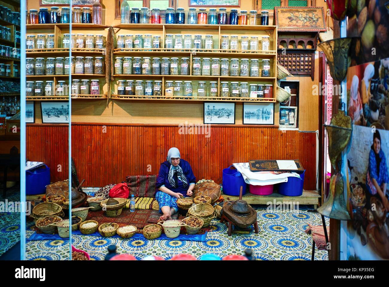 Selling spices in a shop in the medina of Fez, Morocco - Stock Image