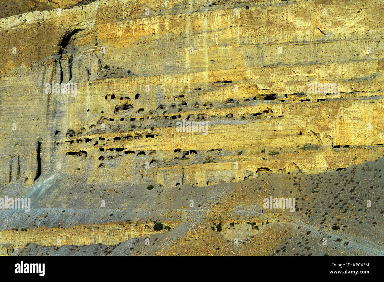 ancient-cave-dwellings-carved-in-a-gigantic-cliff-above-chuksang-upper-KPC42M.jpg