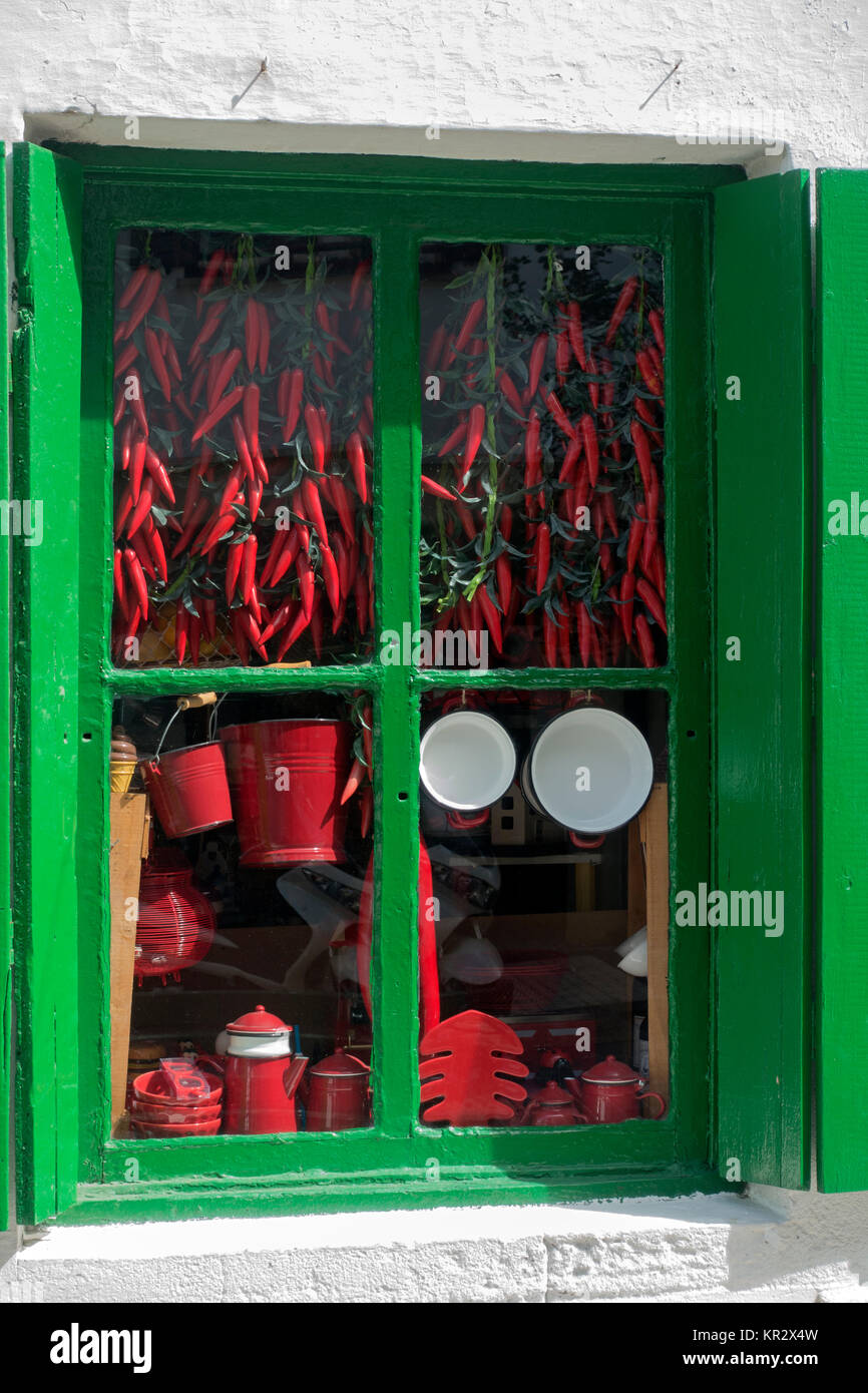 Old grocery store selling chili peppers - Stock Image