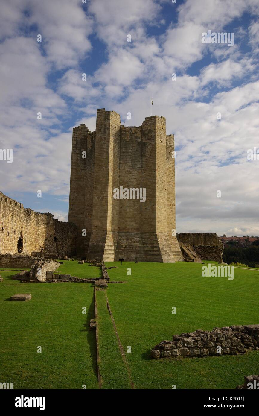 View of Conisbrough Castle, near Doncaster in South Yorkshire.  It was built in the 1180s by by the fifth Earl of - Stock Image