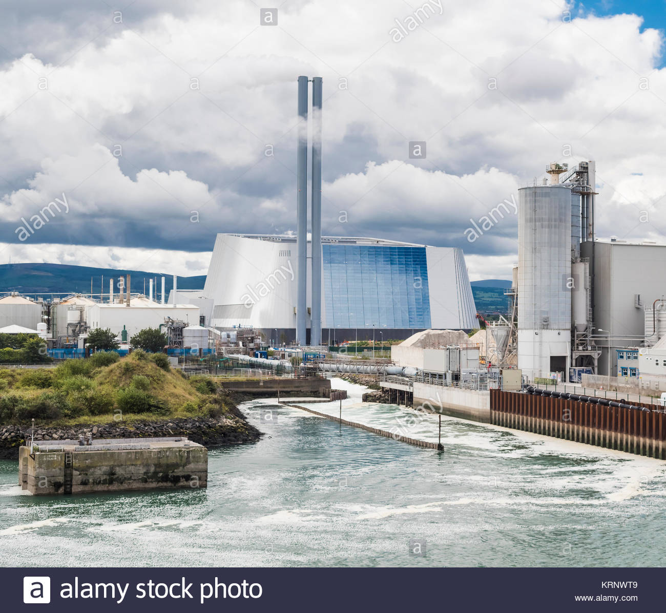 the-dublin-waste-to-energy-facility-is-an-incinerator-on-the-poolbeg-KRNWT9.jpg