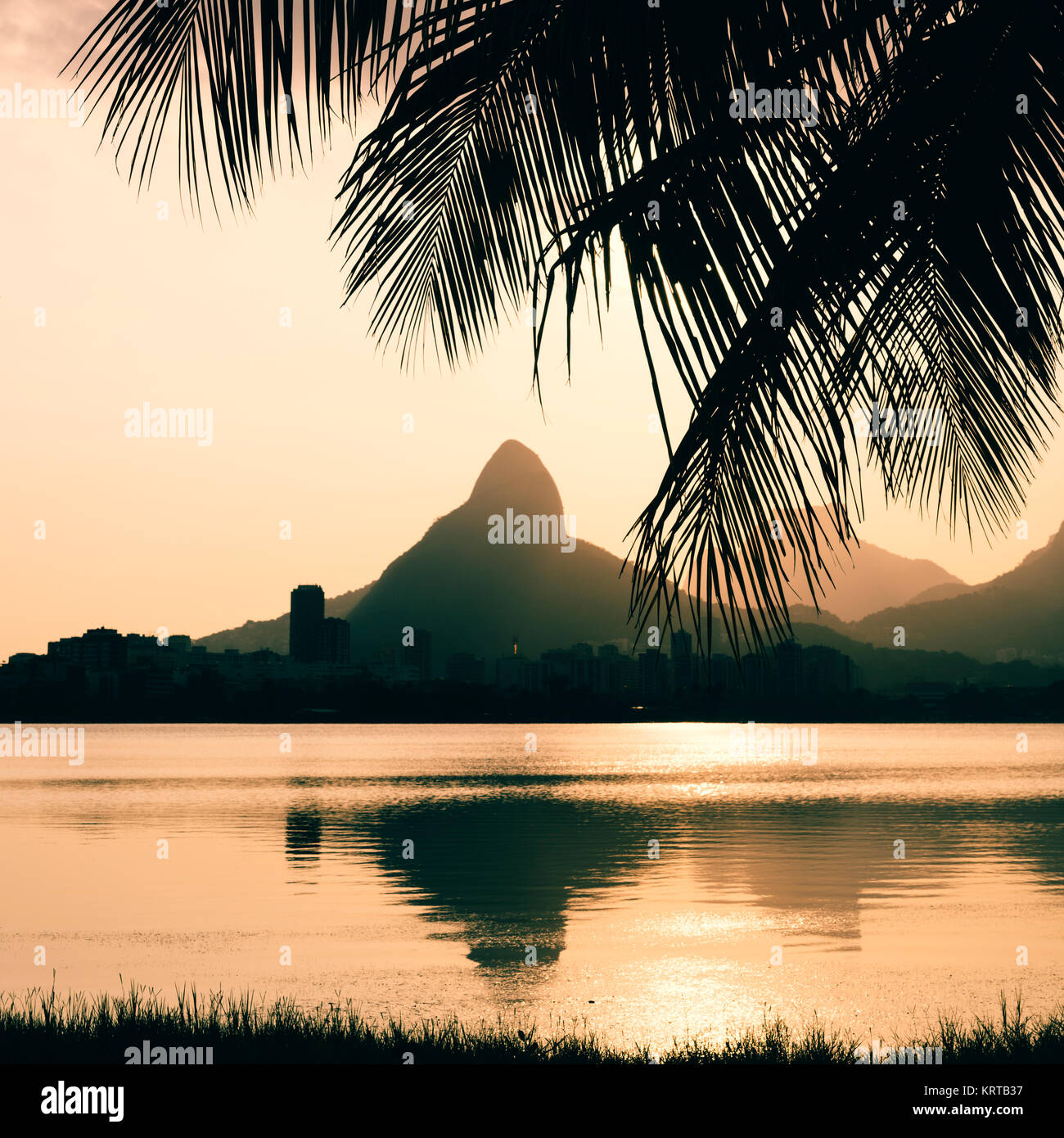 morro-dois-irmaoes-seen-from-lagoa-rodrigo-de-freitas-at-sunset-in-KRTB37.jpg