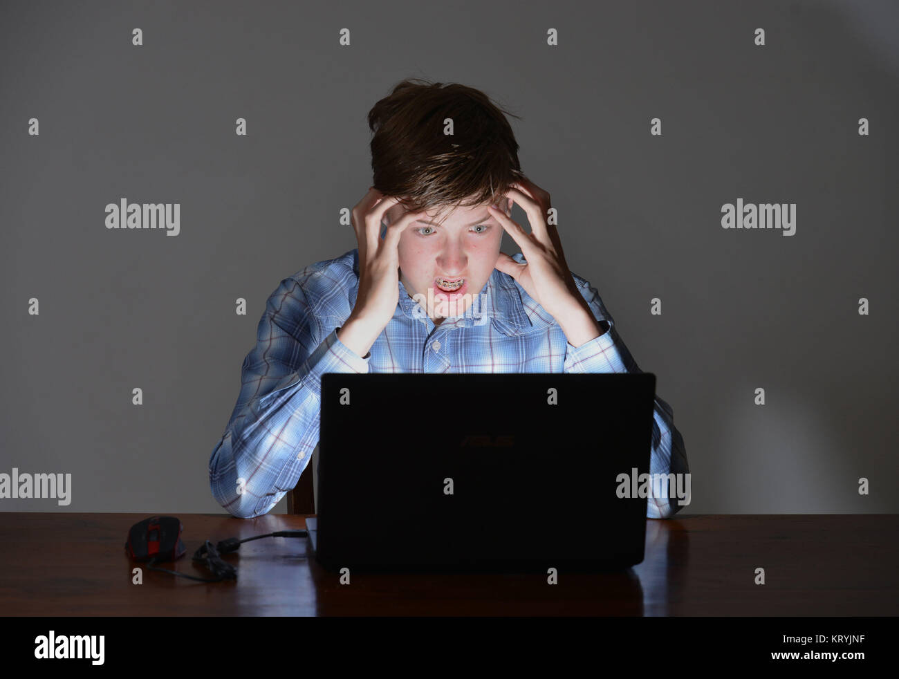 Youngster, computer, fury, Jugendlicher, Computer, Wut Stock Photo