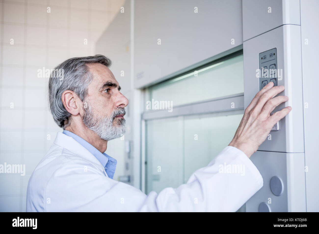 Scientist in lab handling security system - Stock Image