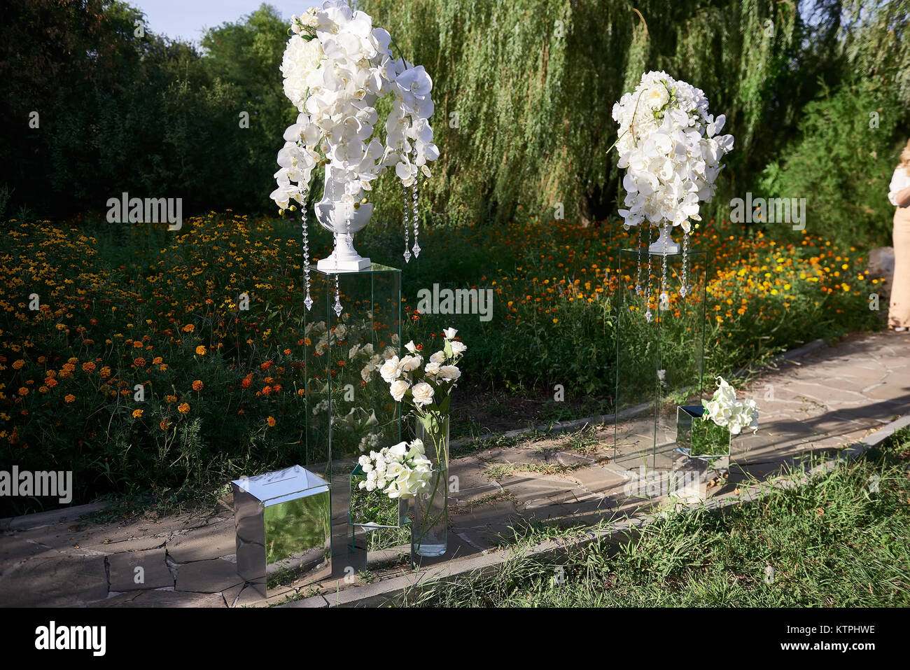 Beautiful Outdoor Restaurant Decorations Of White Flowers And Beads