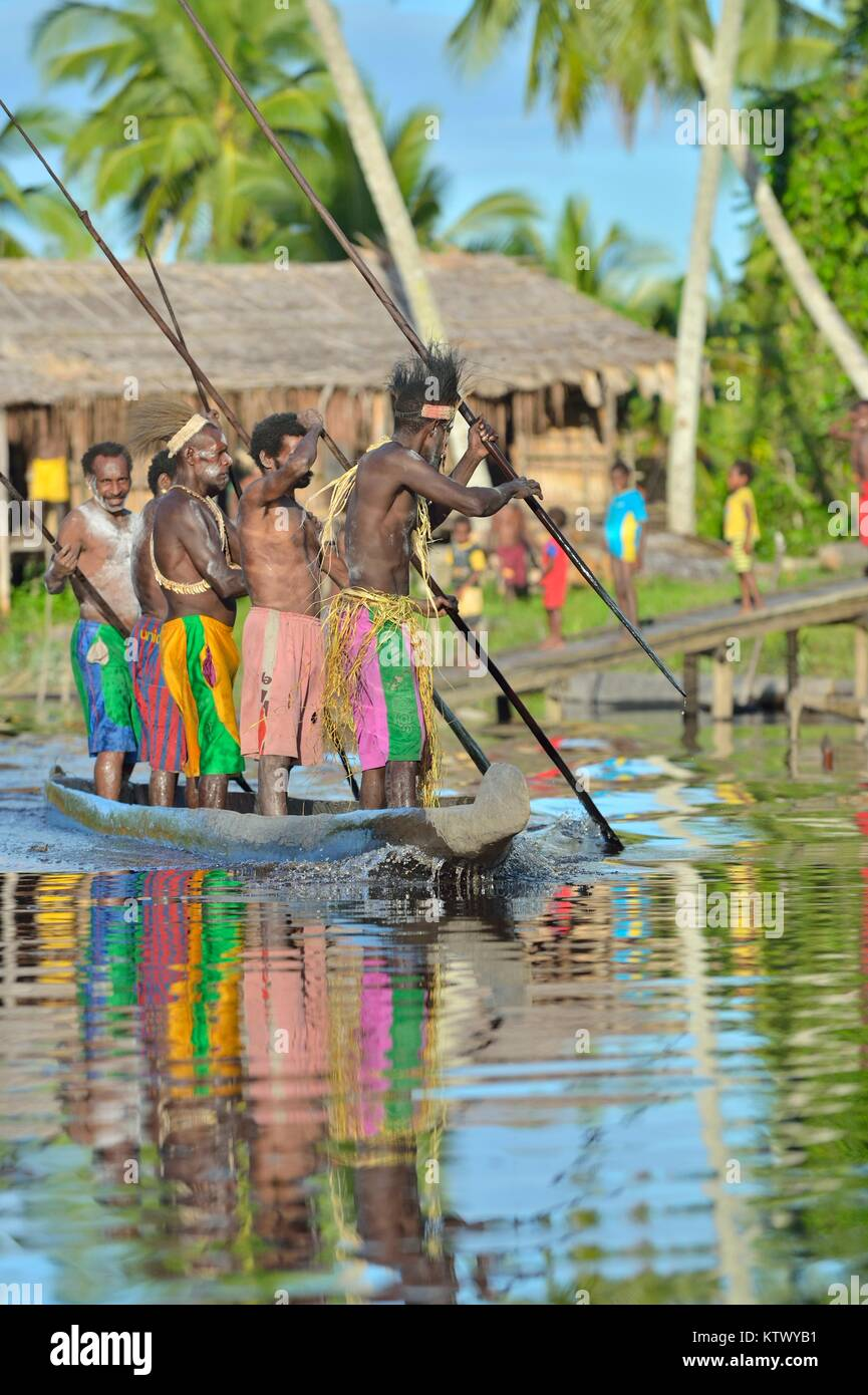 INDONESIA, IRIAN JAYA, ASMAT PROVINCE, JOW VILLAGE - JUNE 23: Canoe war ceremony of Asmat people. Headhunters of - Stock Image